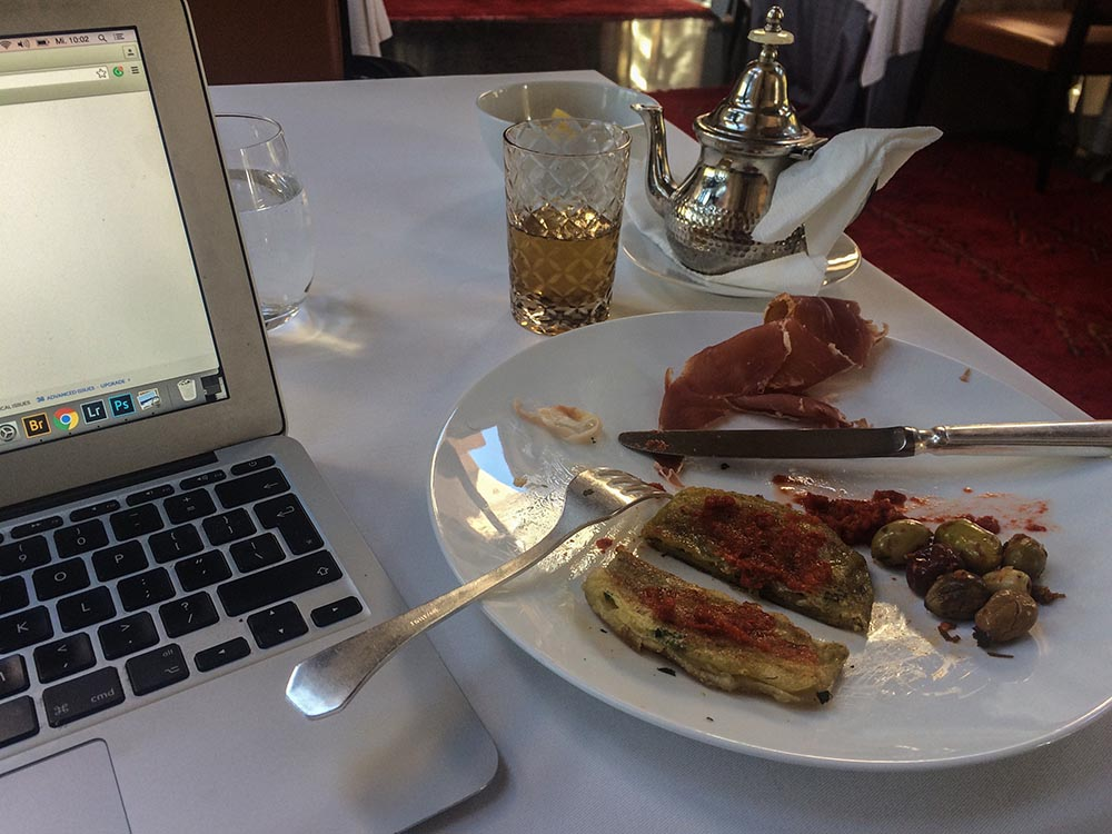 The good, the bad and the funny of being a travel blogger - today I take you on a behind the scenes in Marrakech. And yes, you may laugh on my account!