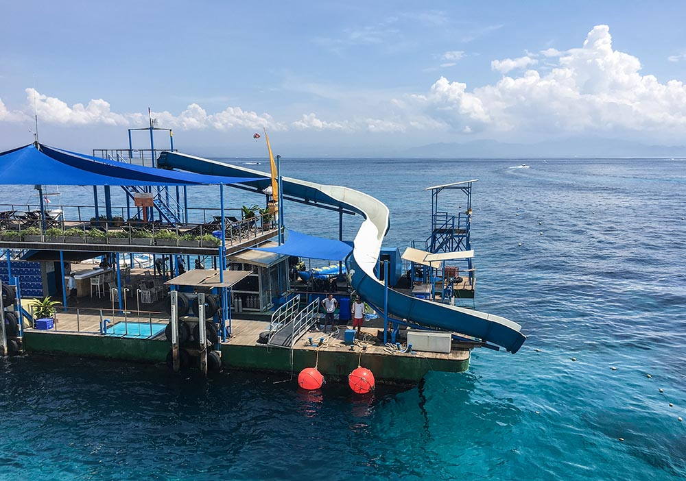 Do you want to go find Nemo, mola molas & mantas? Then diving in Bali should be on your agenda. Follow along into the deep blue, let's go down!