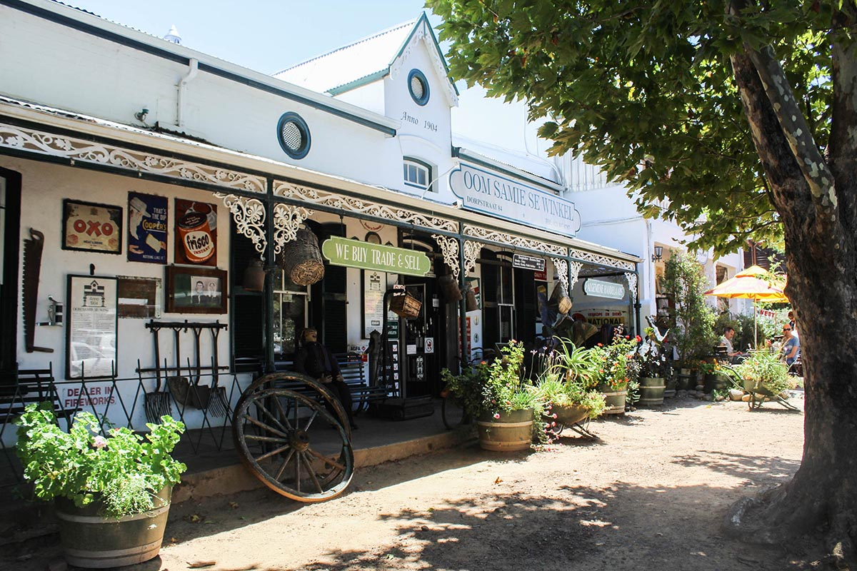Keen for a romantic mini getaway from Cape Town and find the best places for wine tasting? Things to do in Stellenbosch, where to sleep, best restaurants and winefarms in the Winelands.