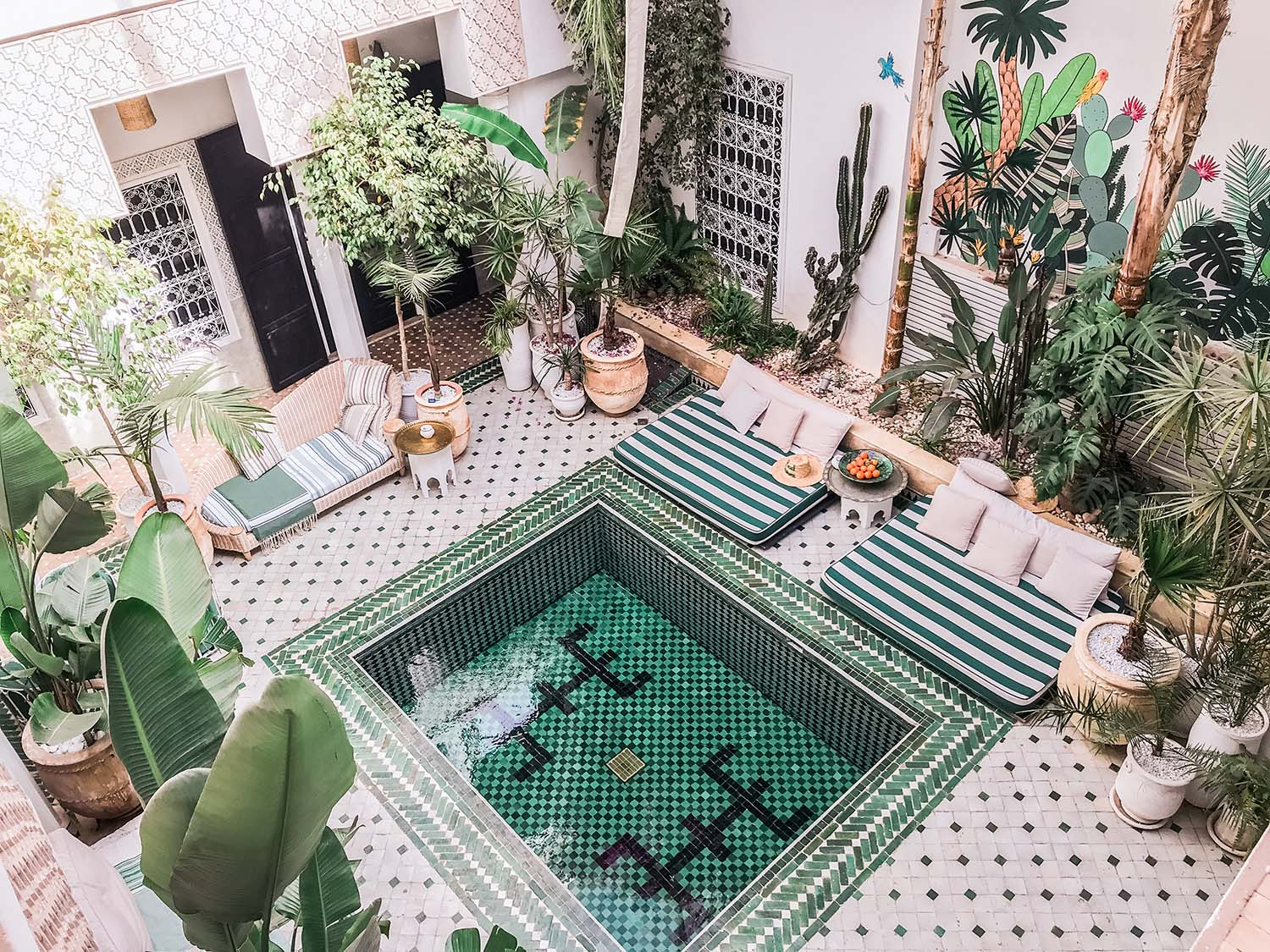 Where are the best places to take photos in Morocco? Look no further because with #magicalmorocco I show you the most Instagrammable places in Marrakech and exactly where to find them.