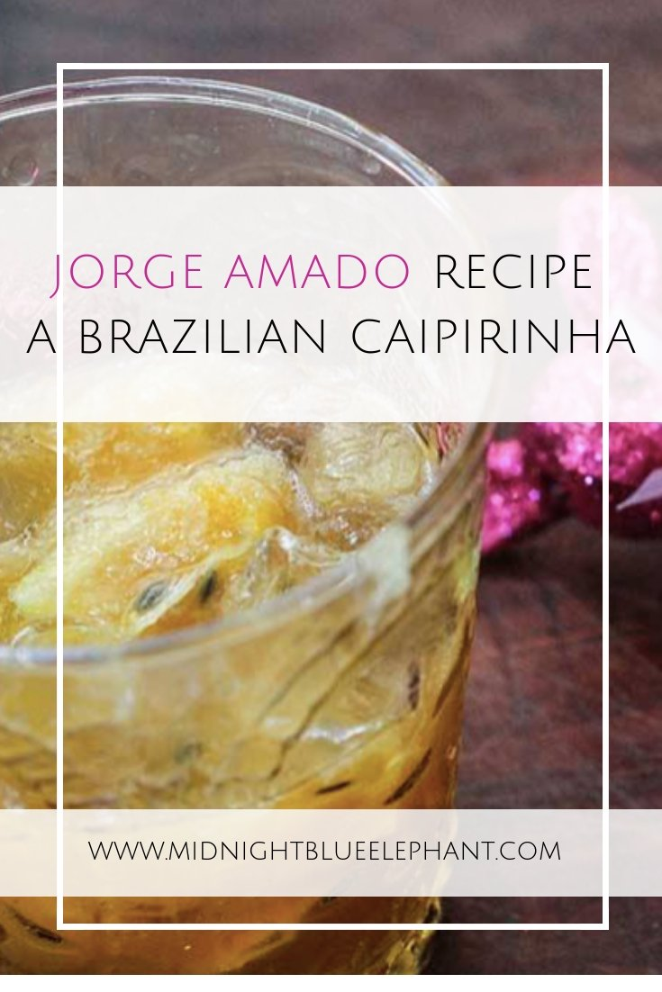 Looking for a festive holiday cocktail with an international twist? Try a Jorge Amado, a Brazilian caipirinha recipe full of spices & flavor!   #brazil #caipirinha #holidaycocktail  Festive Cocktails for the Holiday Season | Brazilian caipirinha recipe | Holiday Cocktails | Spicy cocktail receipe | Brazilian cocktail recipe