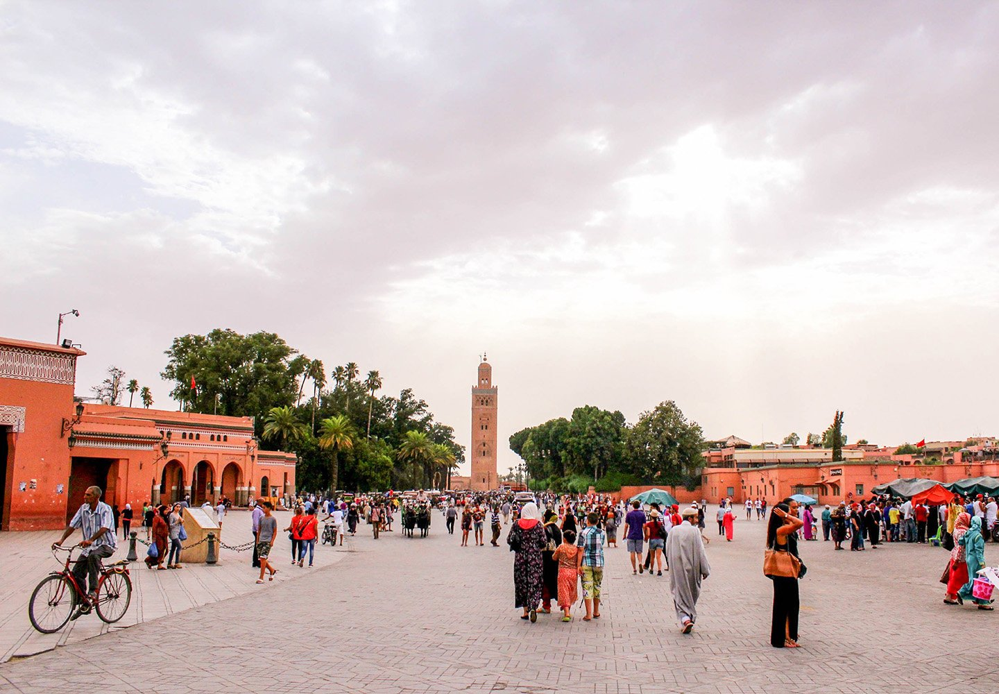 Women traveling in Morocco? As a solo female traveler? Of course! Some tips on how to dress, what to do and not to do, and how to bargain and eat right.