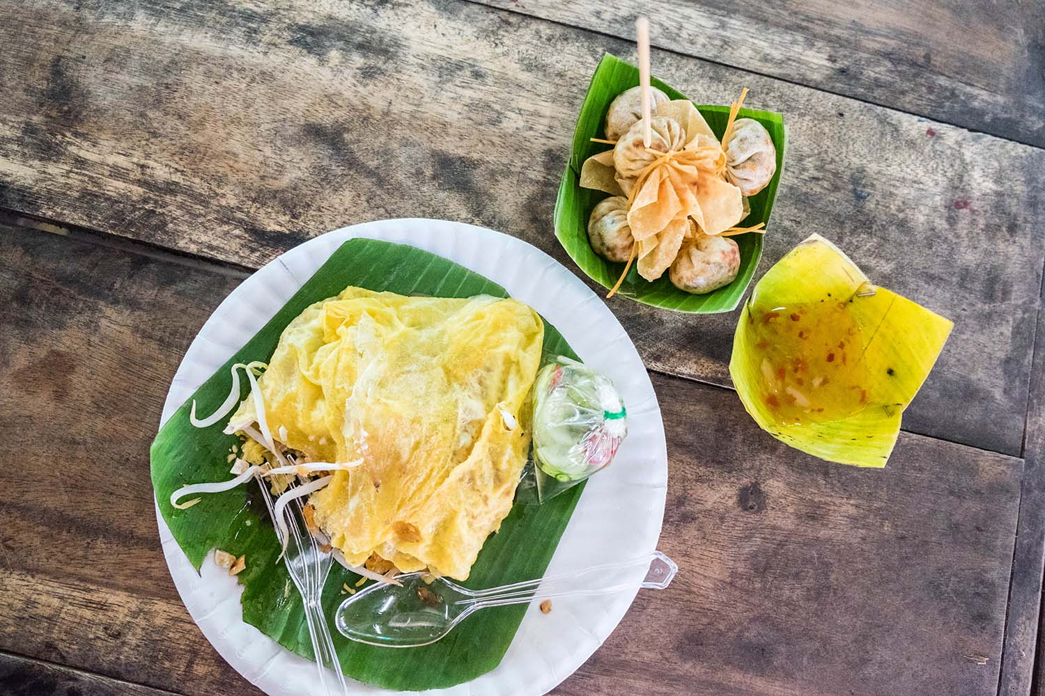 Keen to explore the railway market Bangkok and the floating markets of the city? Join Bangkok Food Tours for an incredible yummy experience in Thailand.