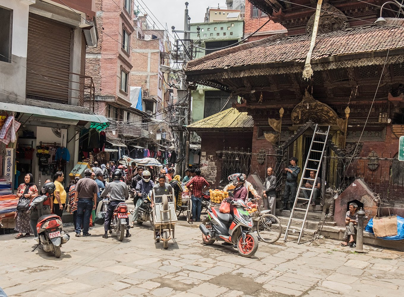 Wondering where you can find the best Nepali momos in Kathmandu? Come along for a foodtour to discover them & other Nepali culinary delights.