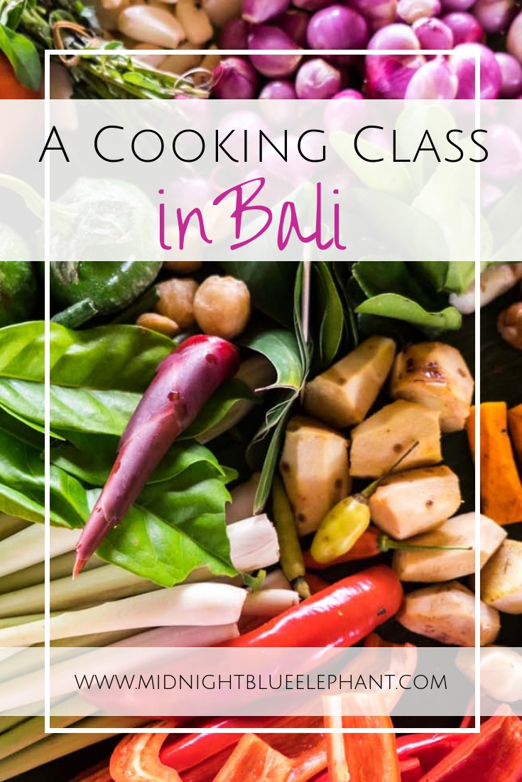 Want to get the hang of Balinese food? Head to the rice paddies & learn some new kitchen skills in an authentic cooking class in Bali.  #bali #indonesia Best cooking Class Bali | Cooking class in Ubud | Where to find a cooking class in Bali | Balinese cooking class | Learn how to make Bali food